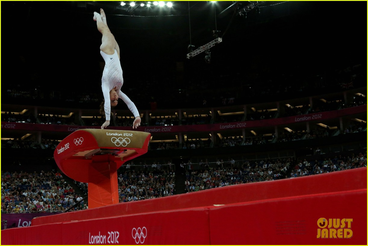 mckayla maroney falls during vault finals wins silver medal 07