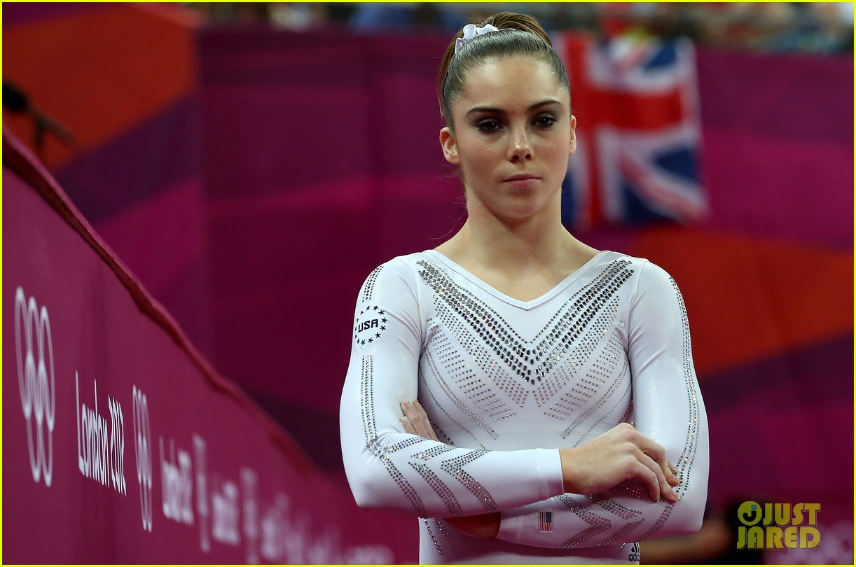 mckayla maroney falls during vault finals wins silver medal 09