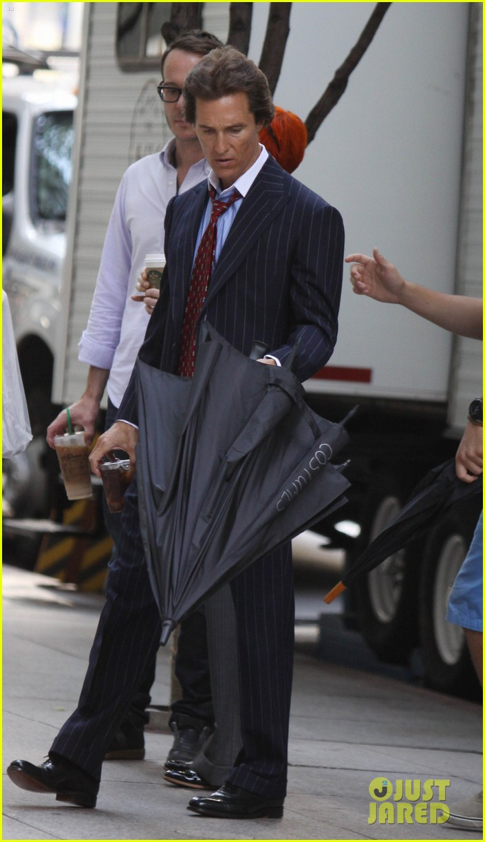 matthew mcconaughey wolf of wallstreet set 03