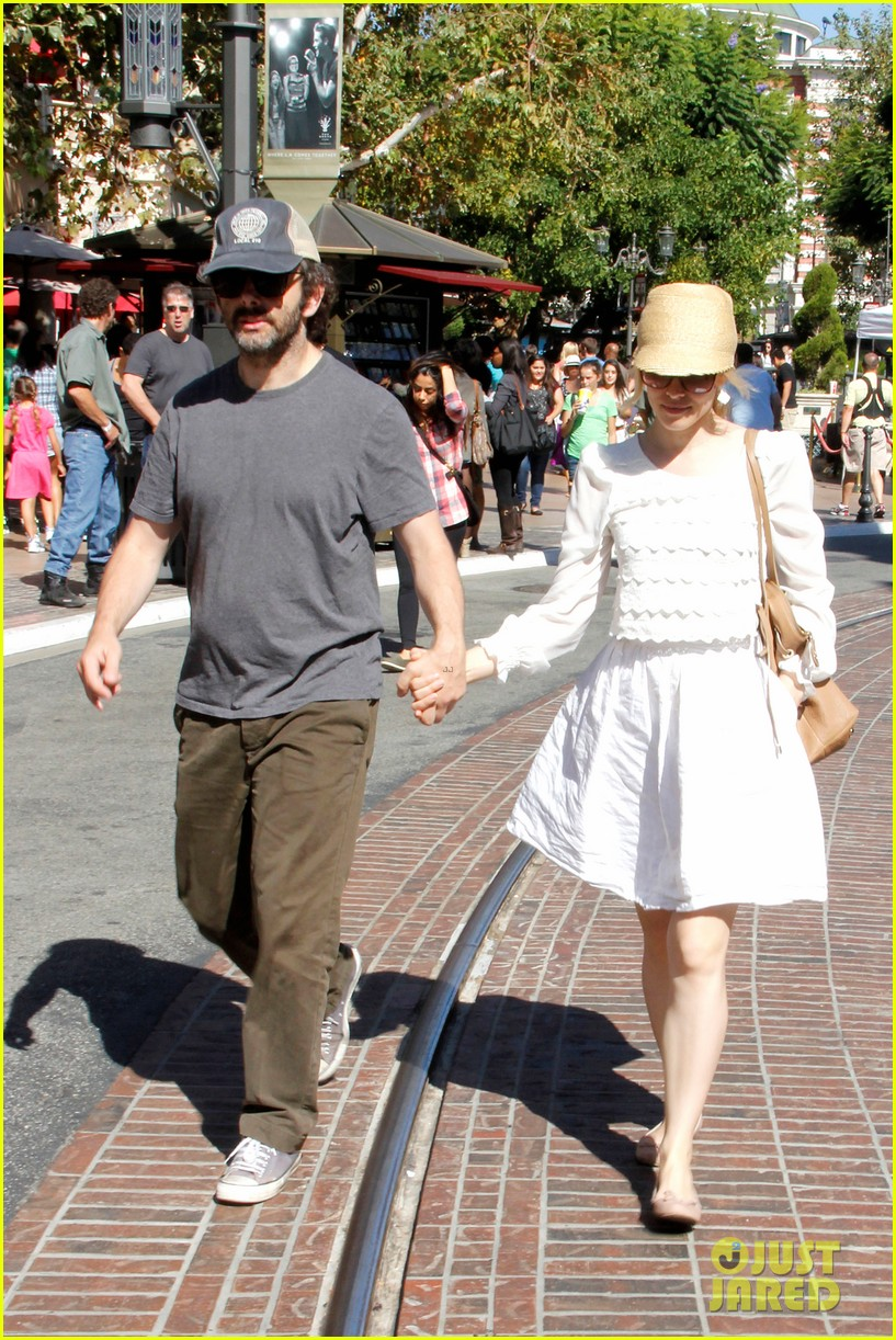 rachel mcadams michael sheen hold hands at the grove 032697532