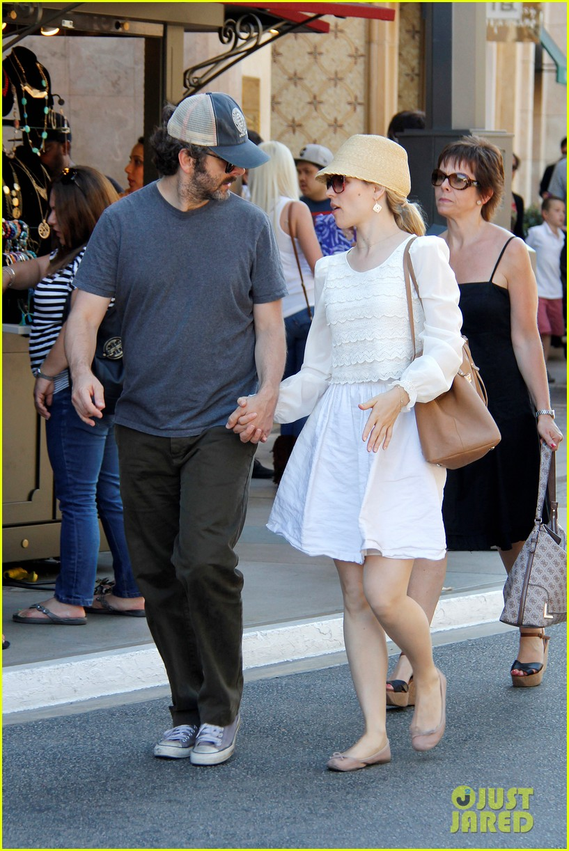 rachel mcadams michael sheen hold hands at the grove 07
