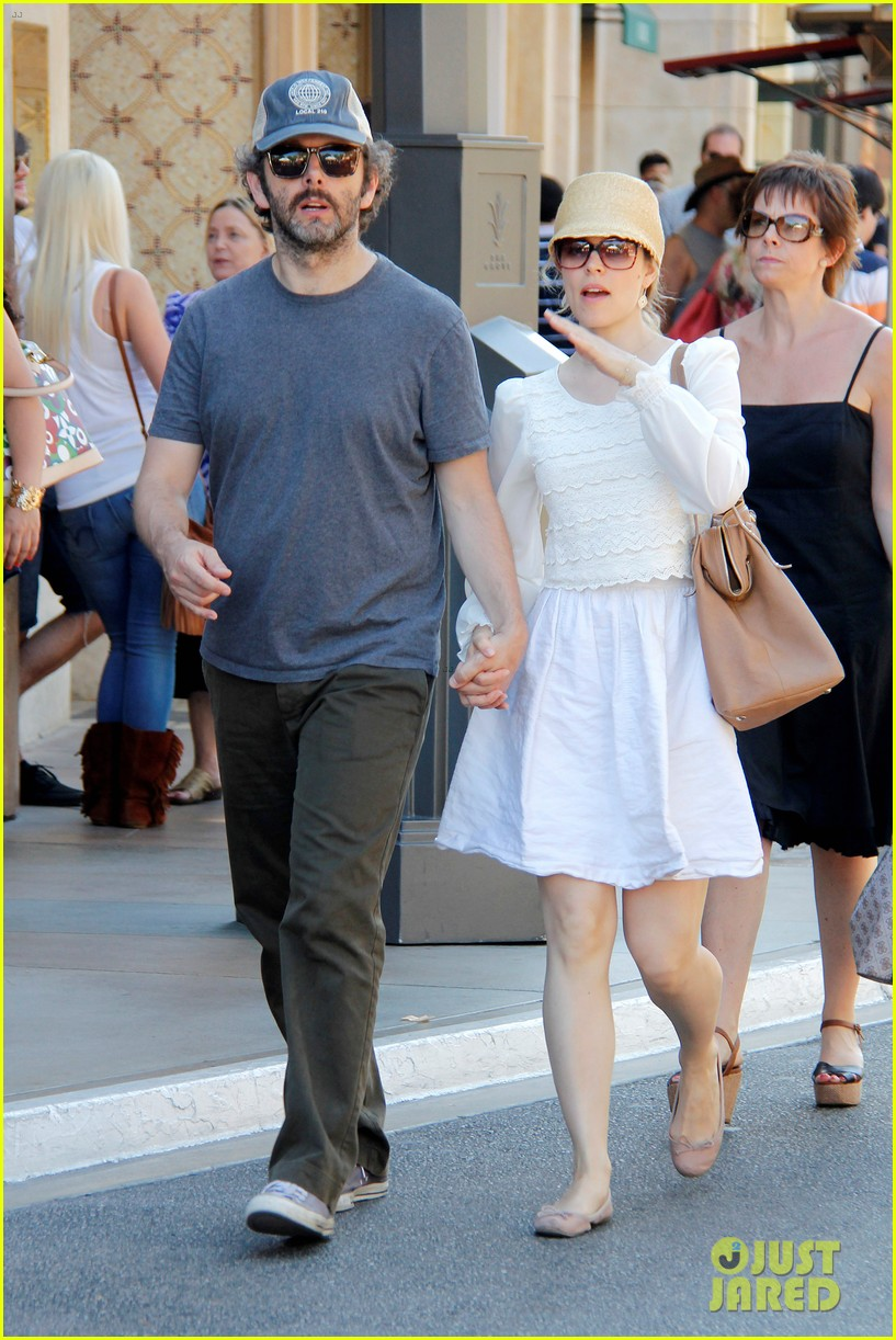 rachel mcadams michael sheen hold hands at the grove 092697538