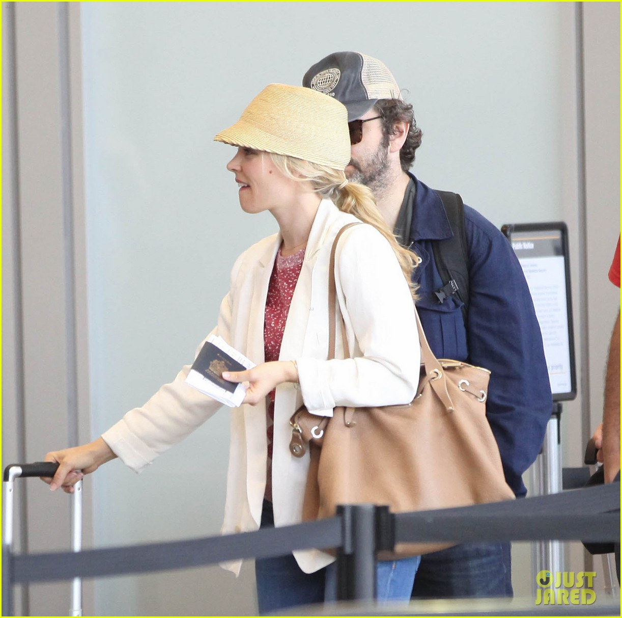 rachel mcadams michael sheen lax airport 03