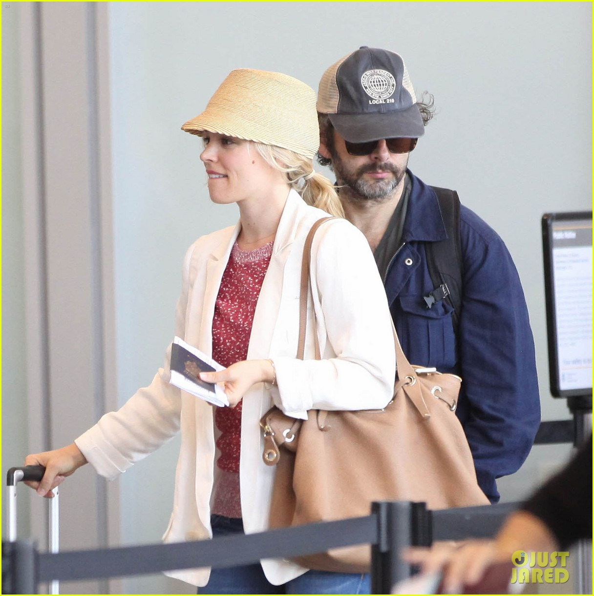 rachel mcadams michael sheen lax airport 16