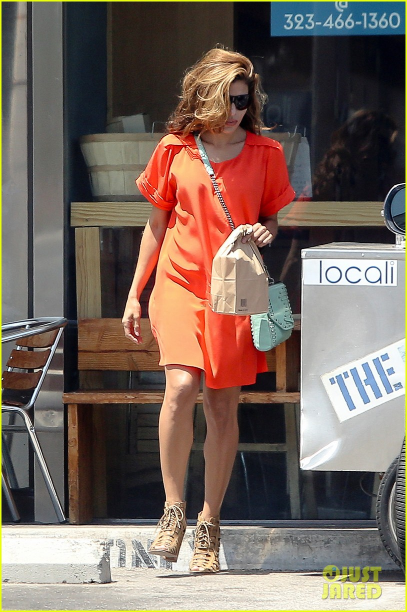 eva mendes beverly hills dog walker 08