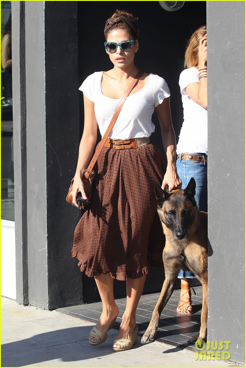 eva mendes errands with hugo 04