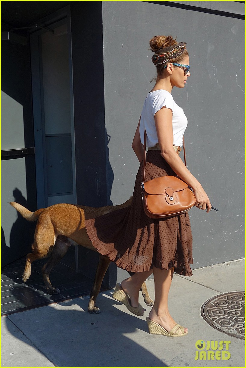 eva mendes errands with hugo 05