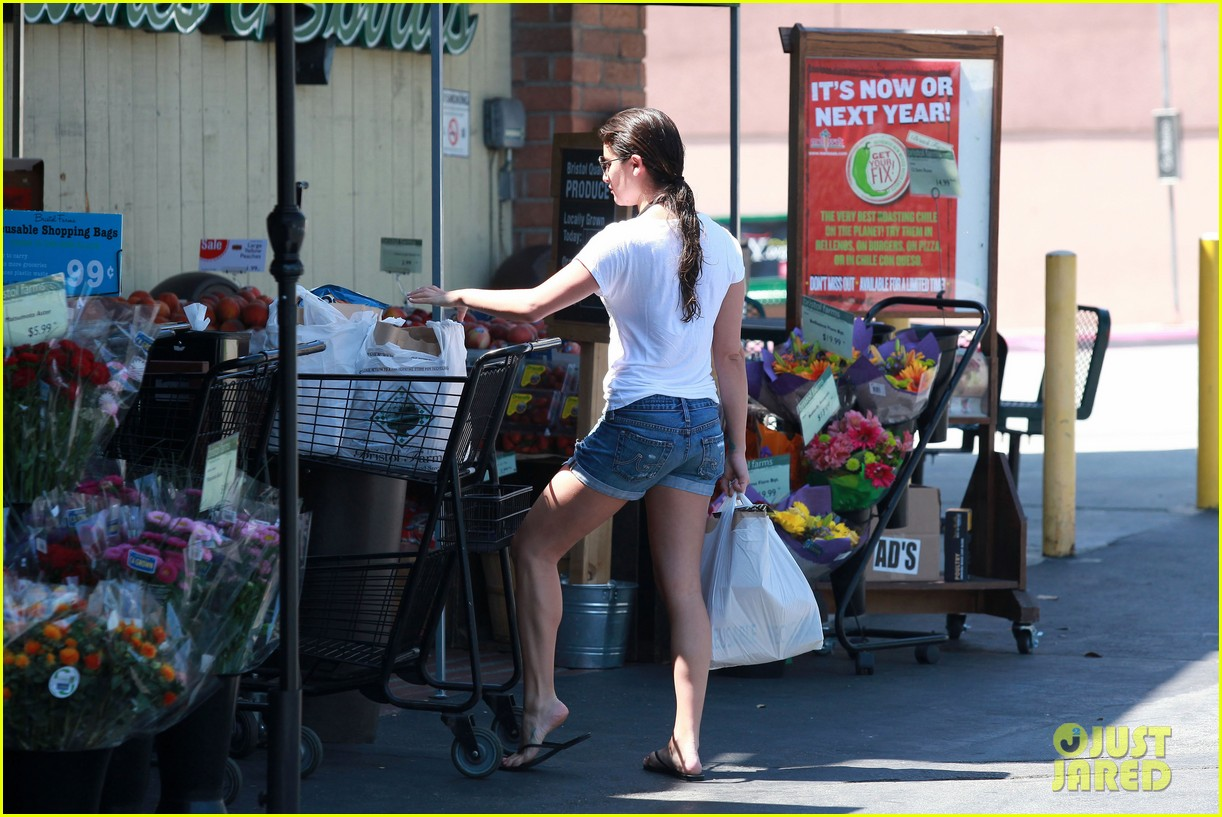 lea michele birthday grocery run with cory monteith 16
