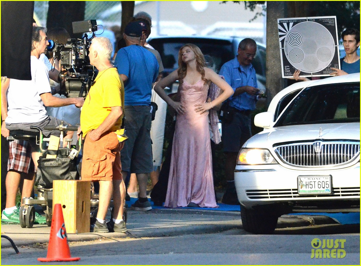 chloe moretz blood soaked on carrie set 082708361