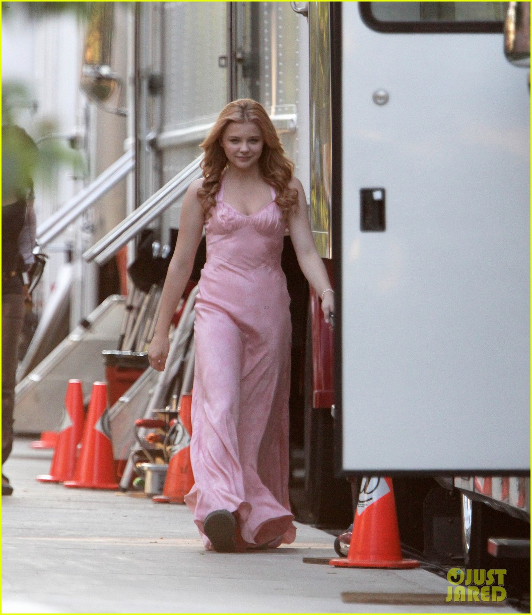 chloe moretz blood soaked on carrie set 16