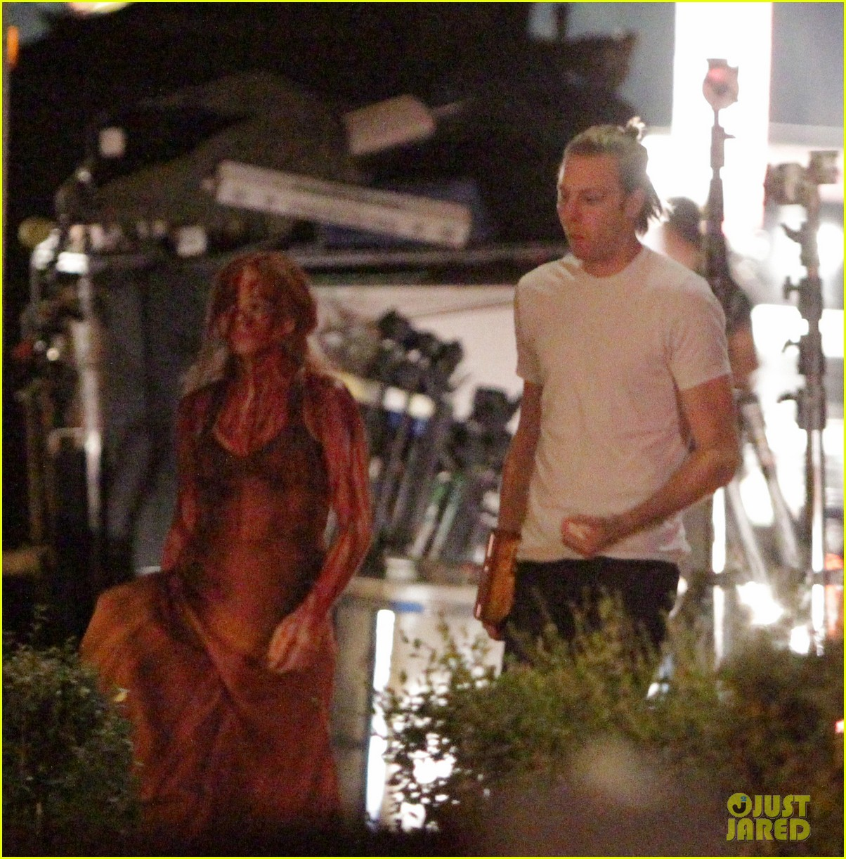 chloe moretz blood soaked on carrie set 38