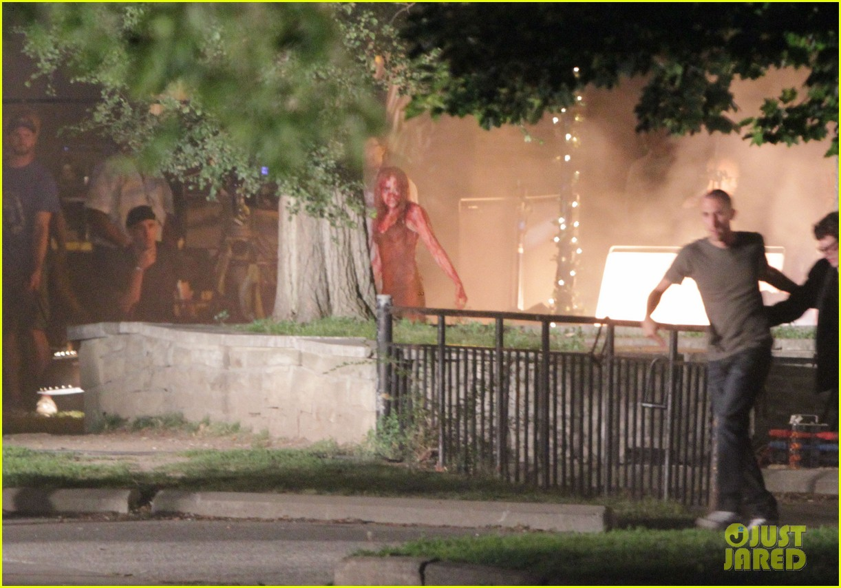 chloe moretz blood soaked on carrie set 39