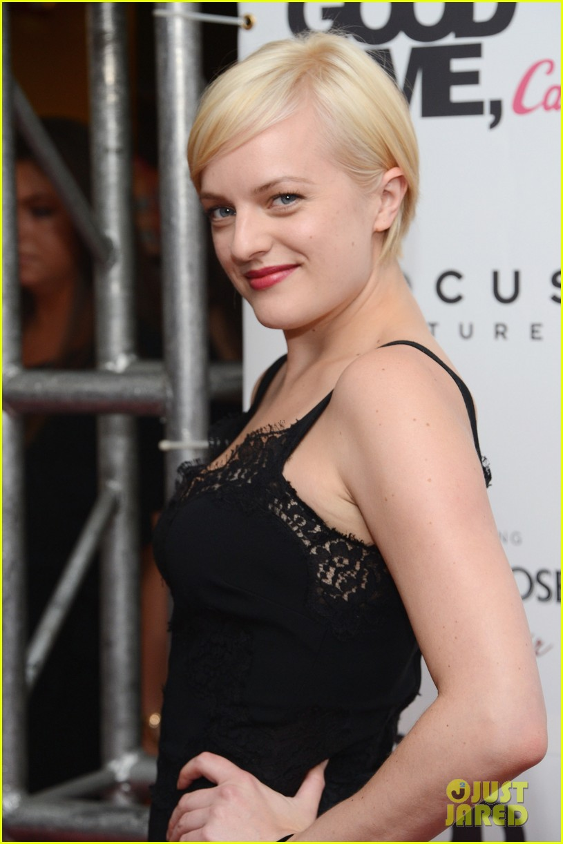 elisabeth moss debuts short blonde hair 03