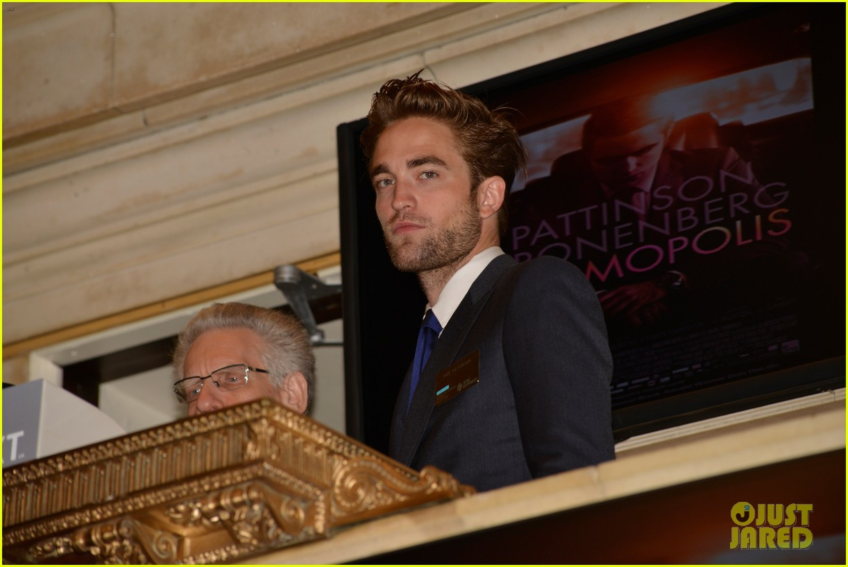 robert pattinson rings bell at new york stock exchange 11