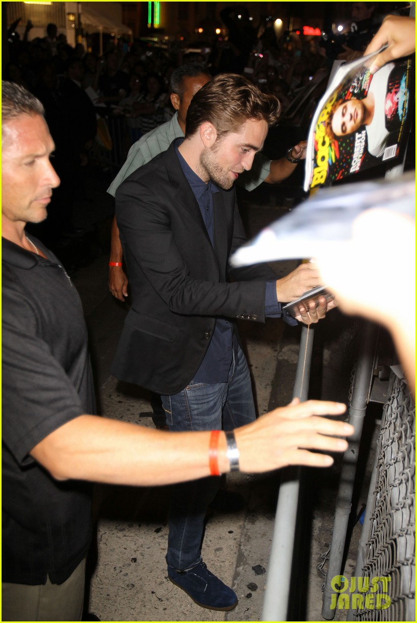 robert pattinson jimmy kimmel live appearance 02