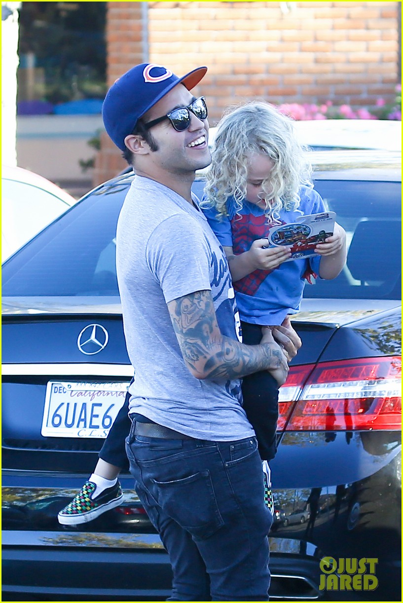 pete wentz bronx gets new toy 04