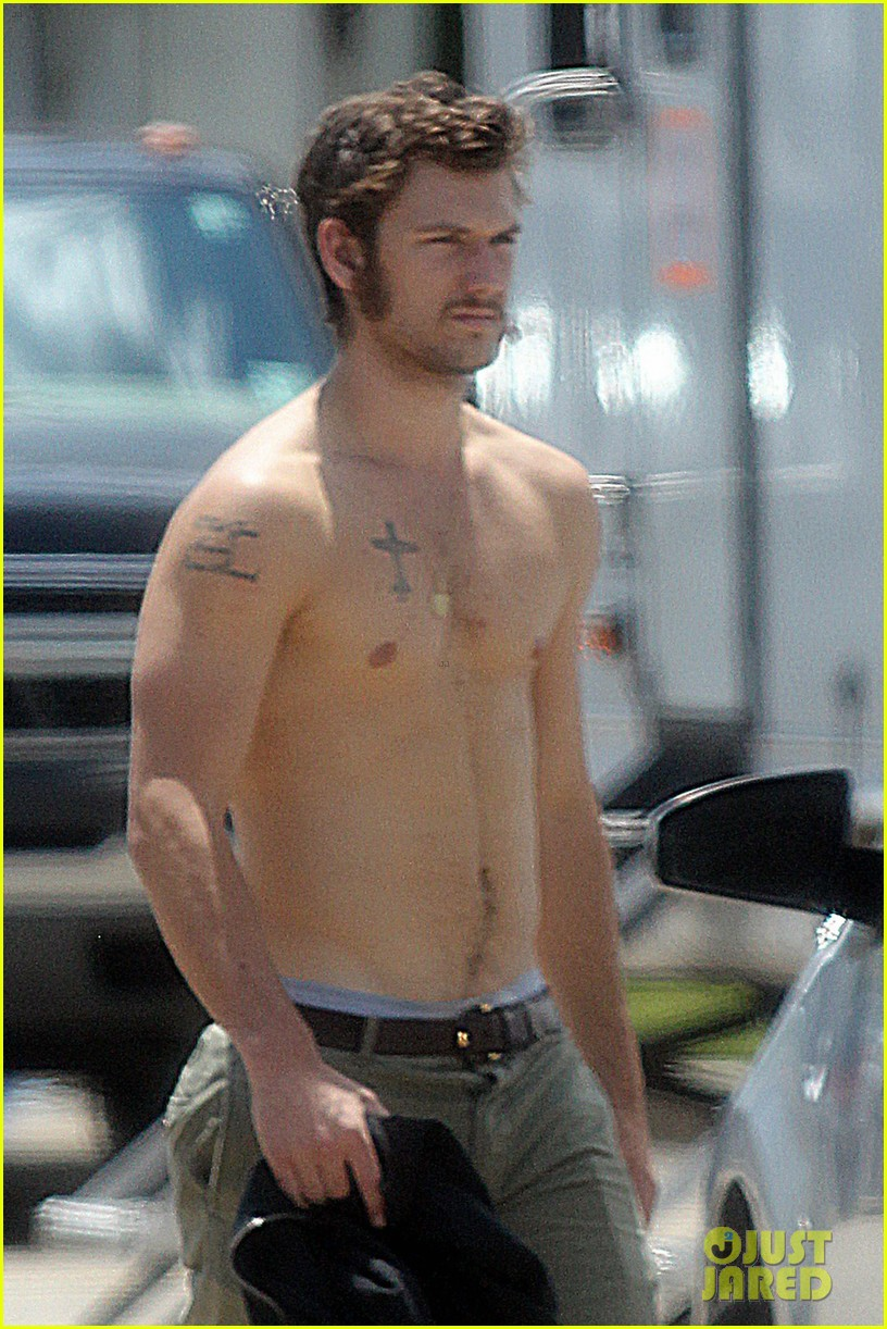 alex pettyfer shirtless on butler set 022706078