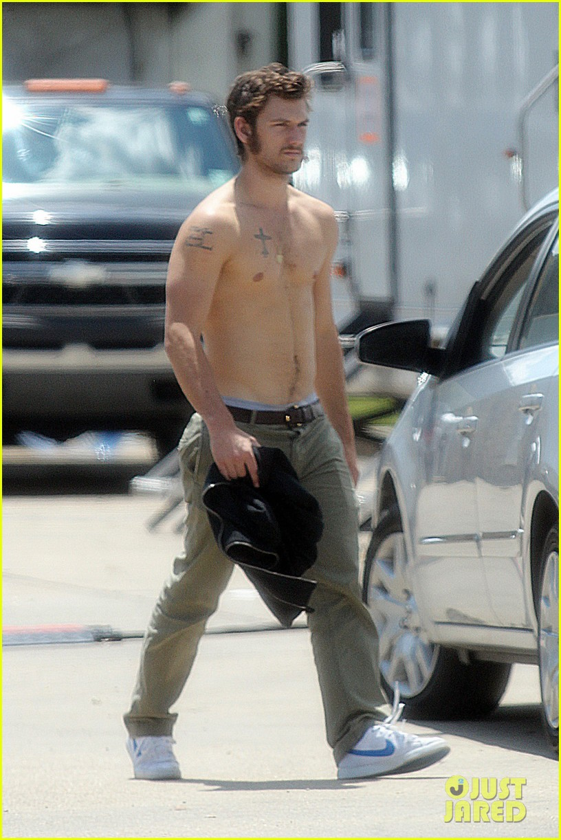 alex pettyfer shirtless on butler set 032706079
