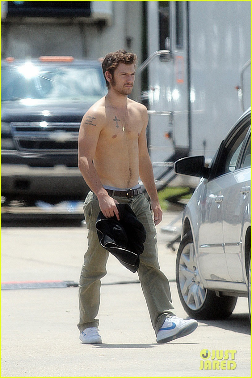 alex pettyfer shirtless on butler set 08