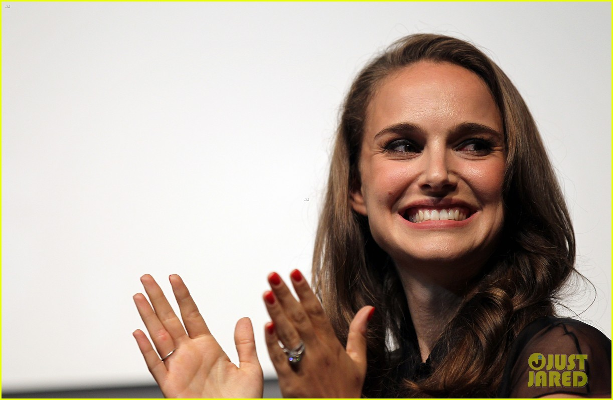 natalie portman campaigns for president obama 14