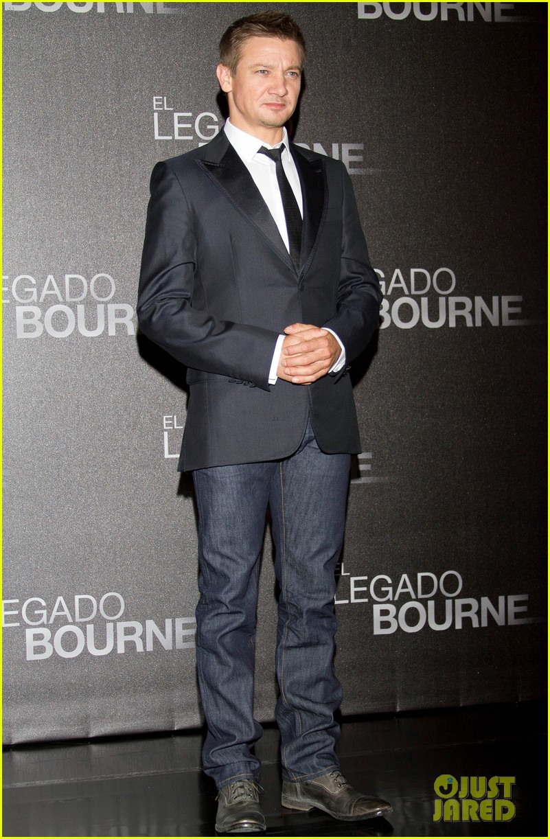 jeremy renner bourne legacy mexico city photo call 01