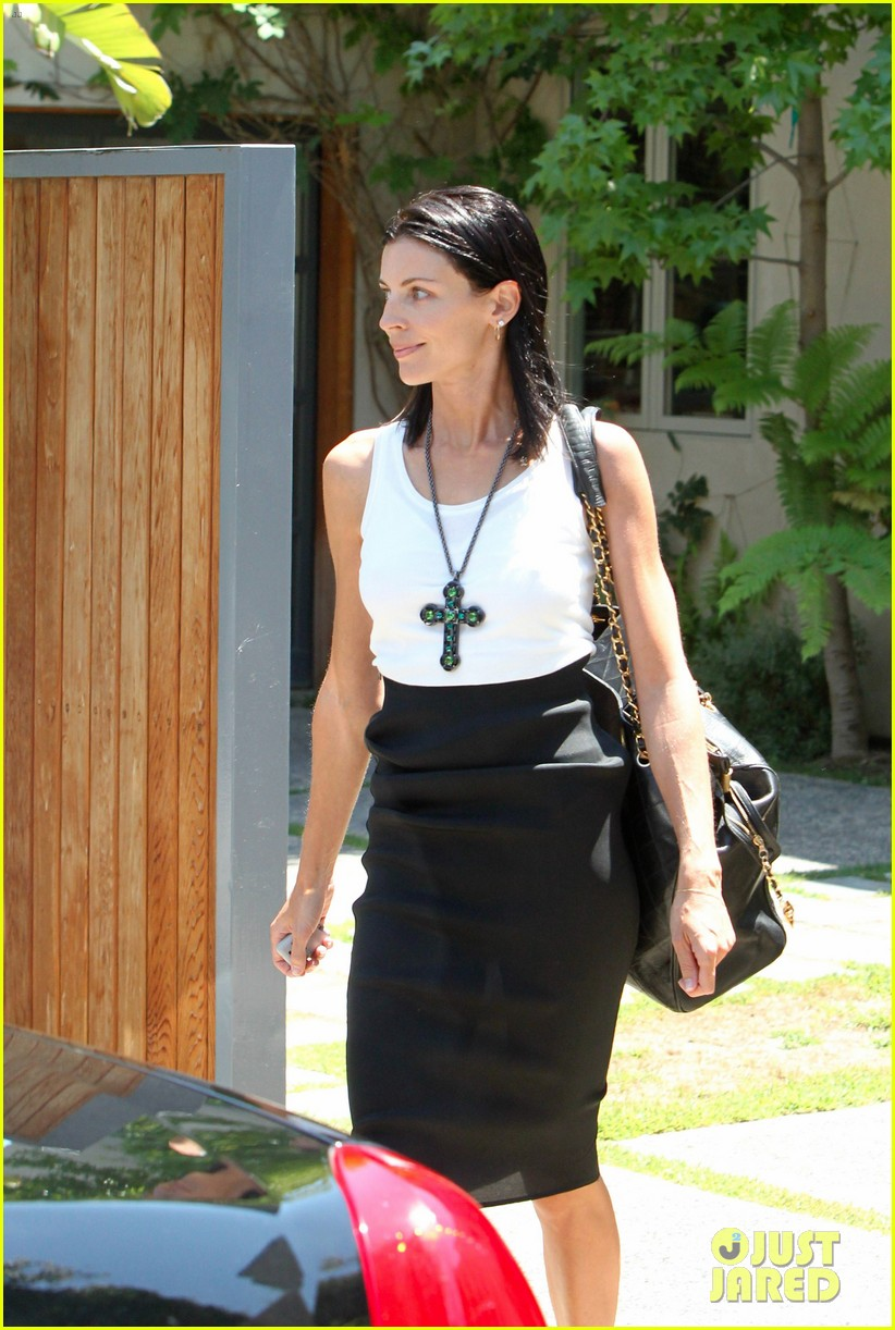 liberty ross visits lawyers office sans wedding ring 13