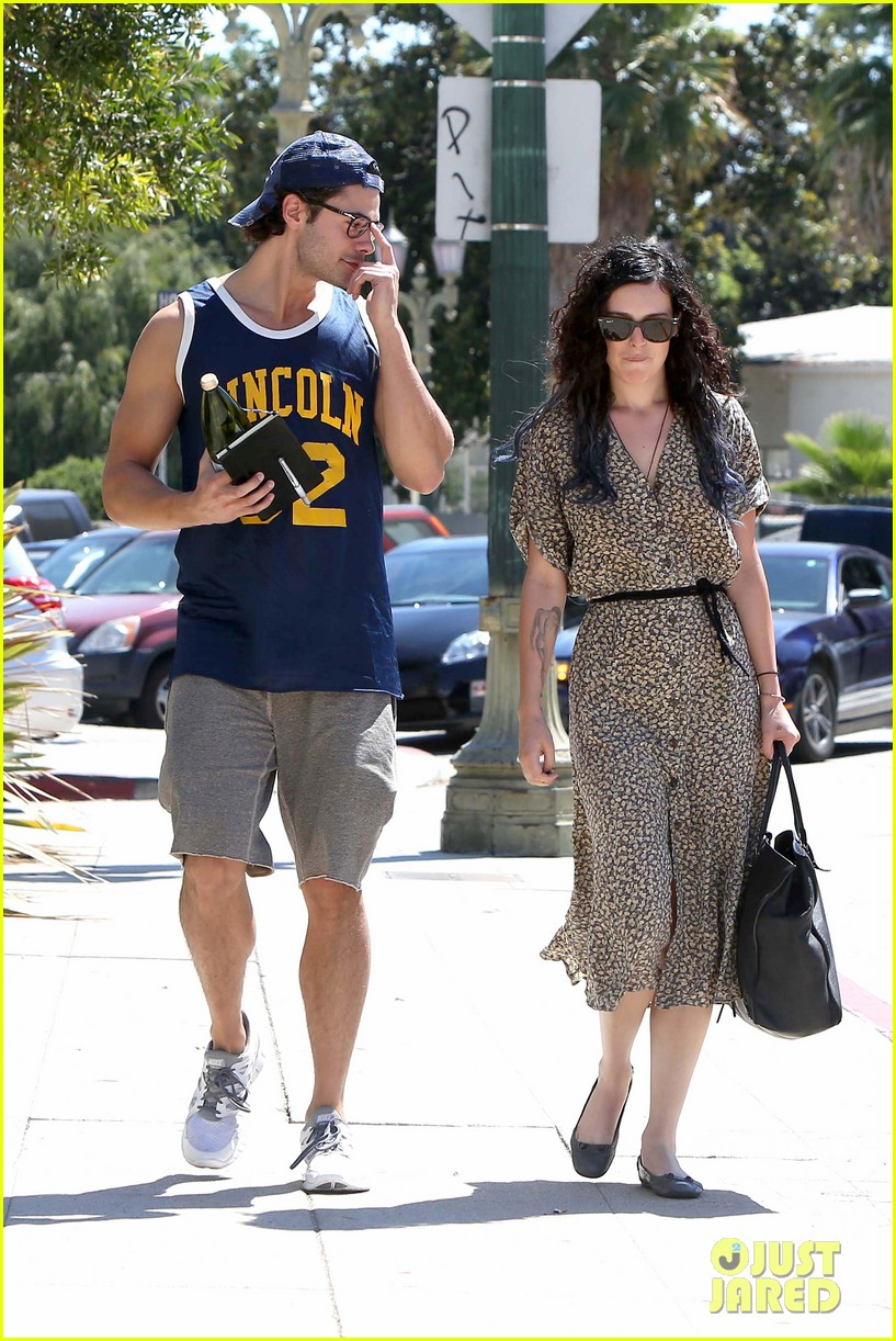 rumer willis jayson blair holding hands 05