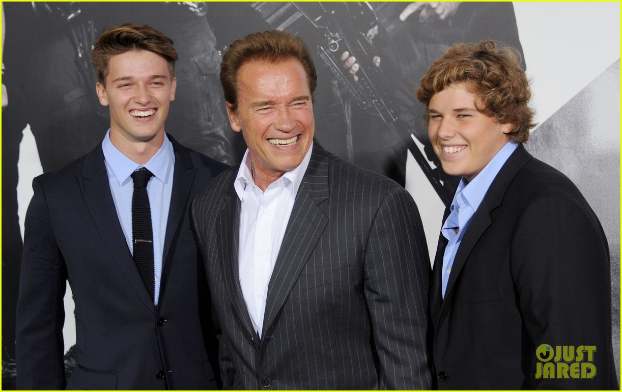 patrick schwarzenegger expendables 2 premiere with dad 05