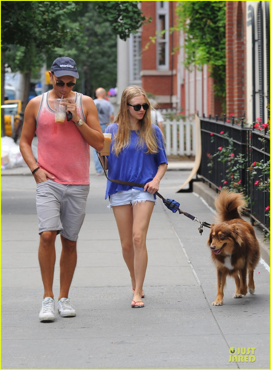 amanda seyfried daisy dukes finn 05