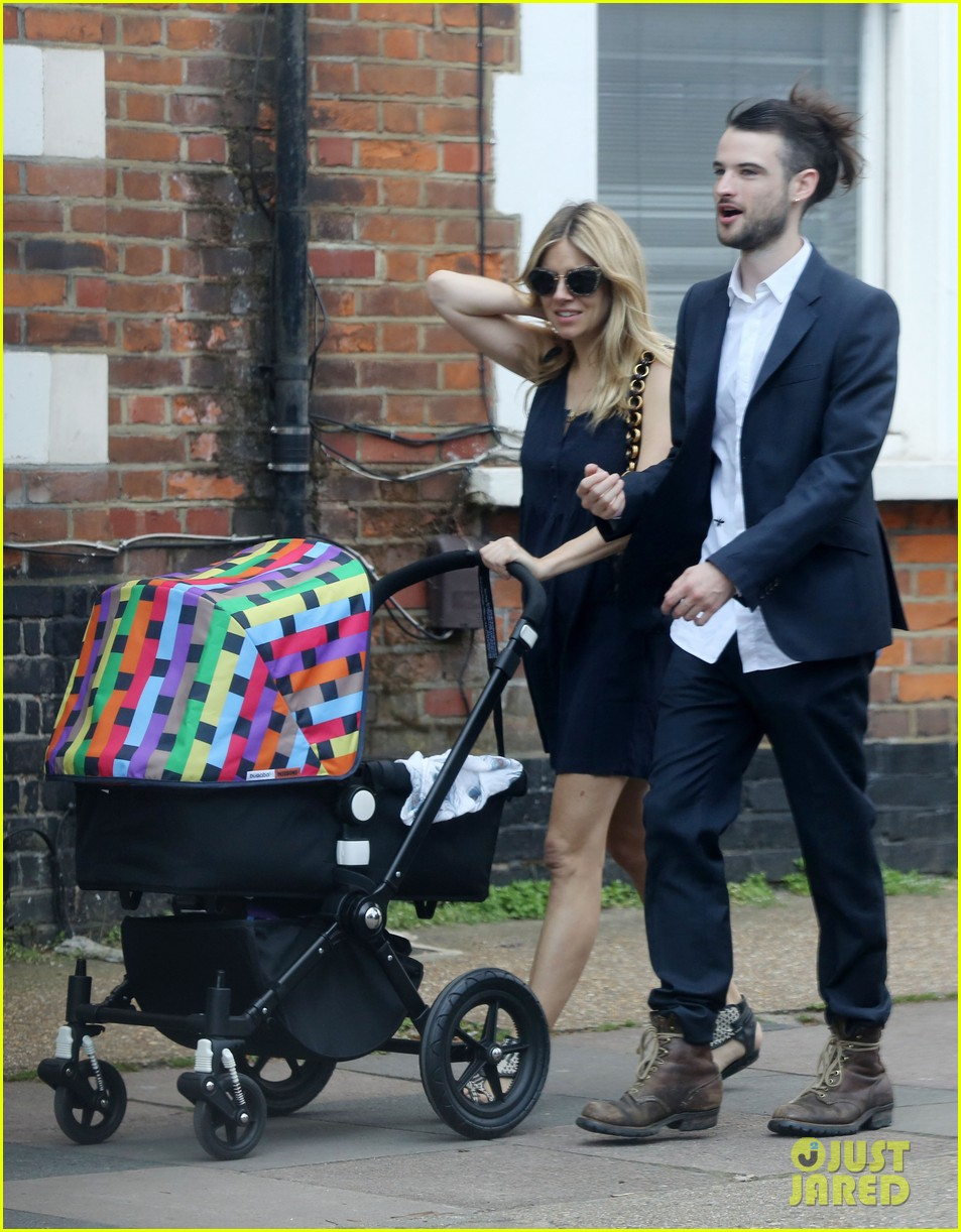 sienna miller tom sturridge out with marlowe 01