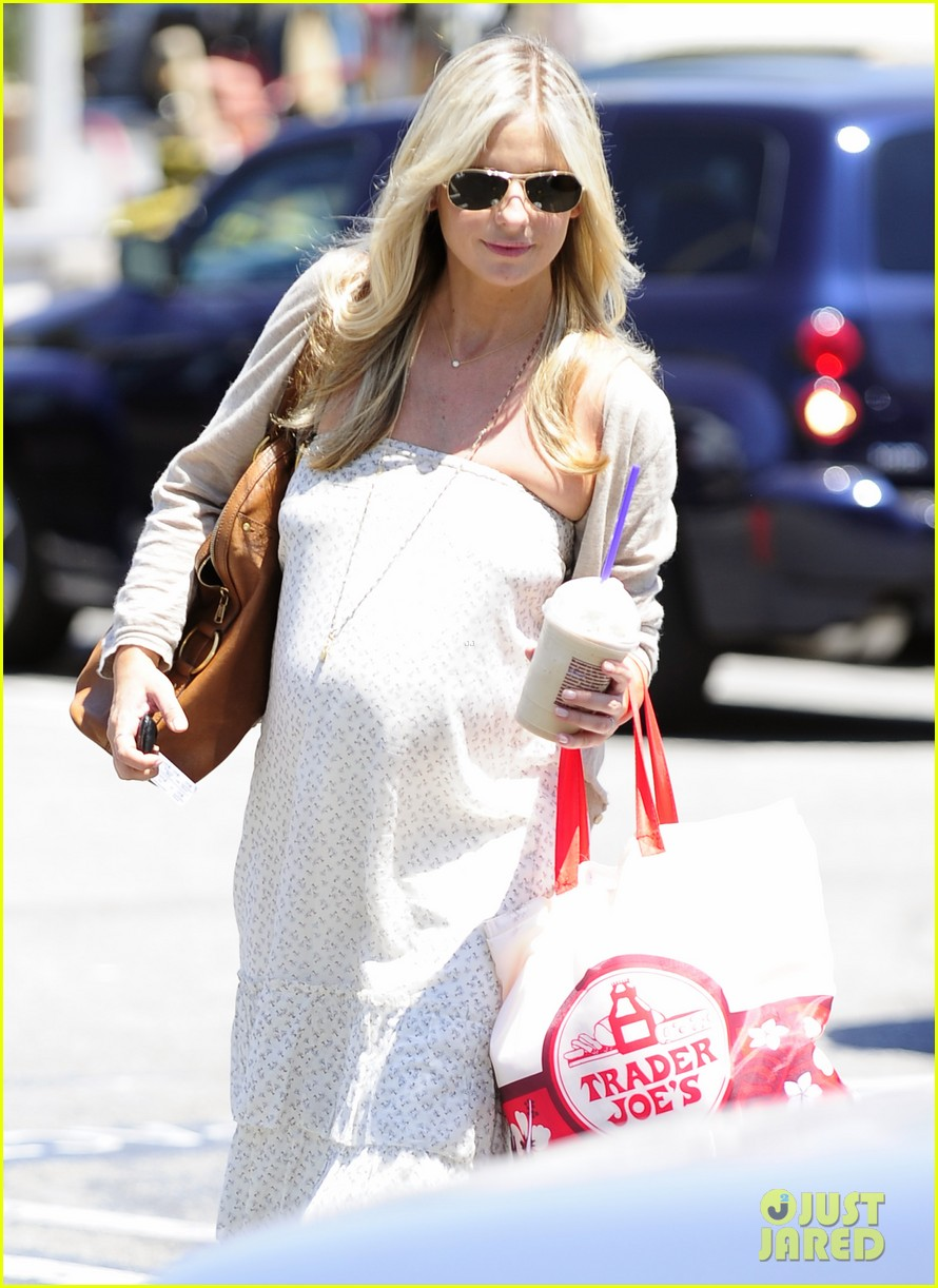 sarah michelle gellar shopping coffee bean stop 032699628