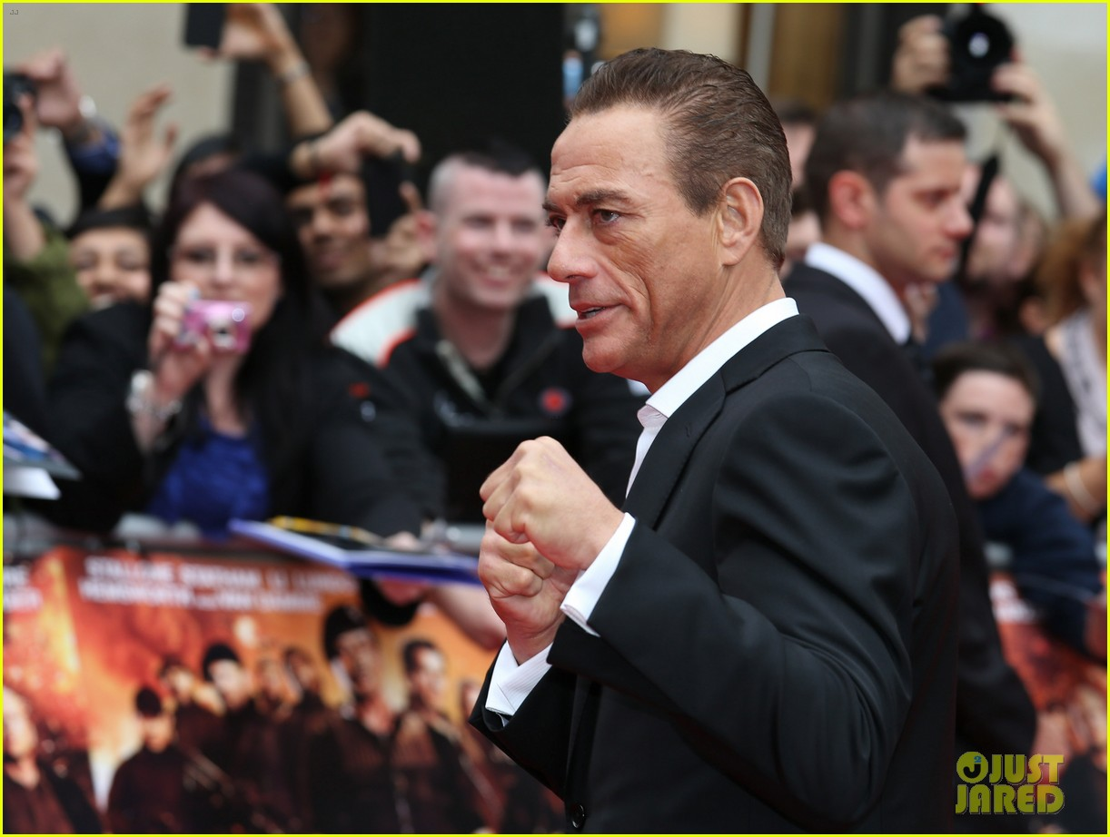 Van Damme - Page 31 Sylvester-stallone-brings-family-to-expendables-2-premiere-45