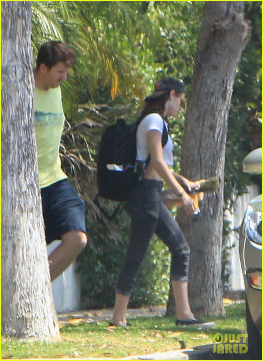 kristen stewart first post cheating scandal pics 04