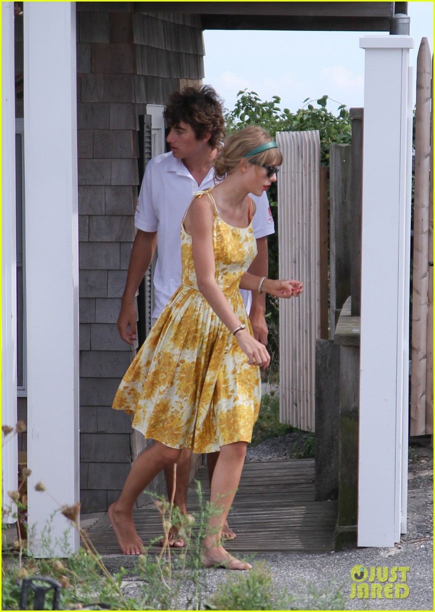 taylor swift runs in hyannis port 012706669