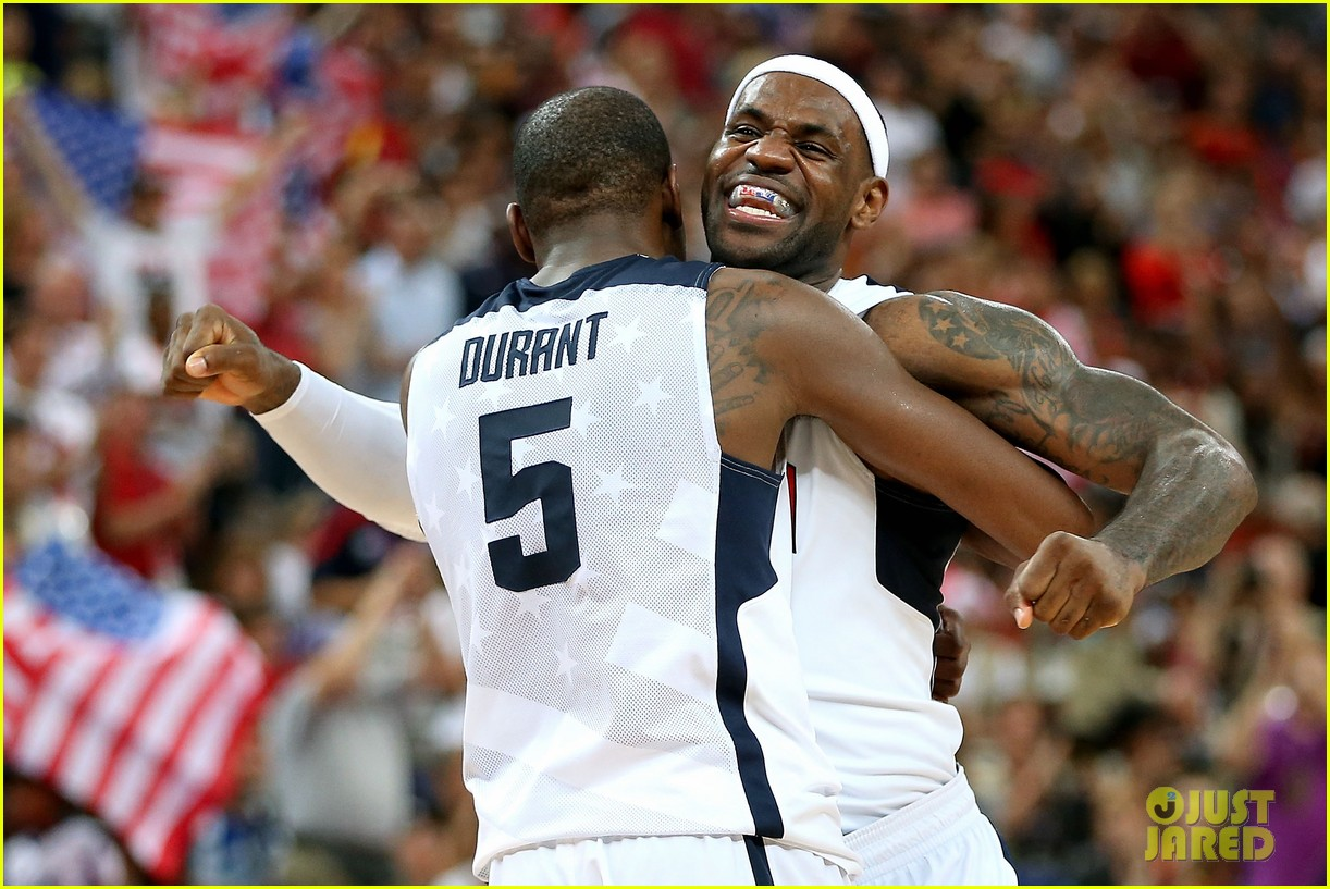 usa wins gold mens basketball olympics 04