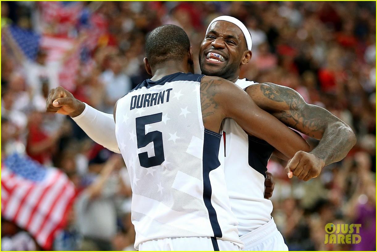 usa wins gold mens basketball olympics 04