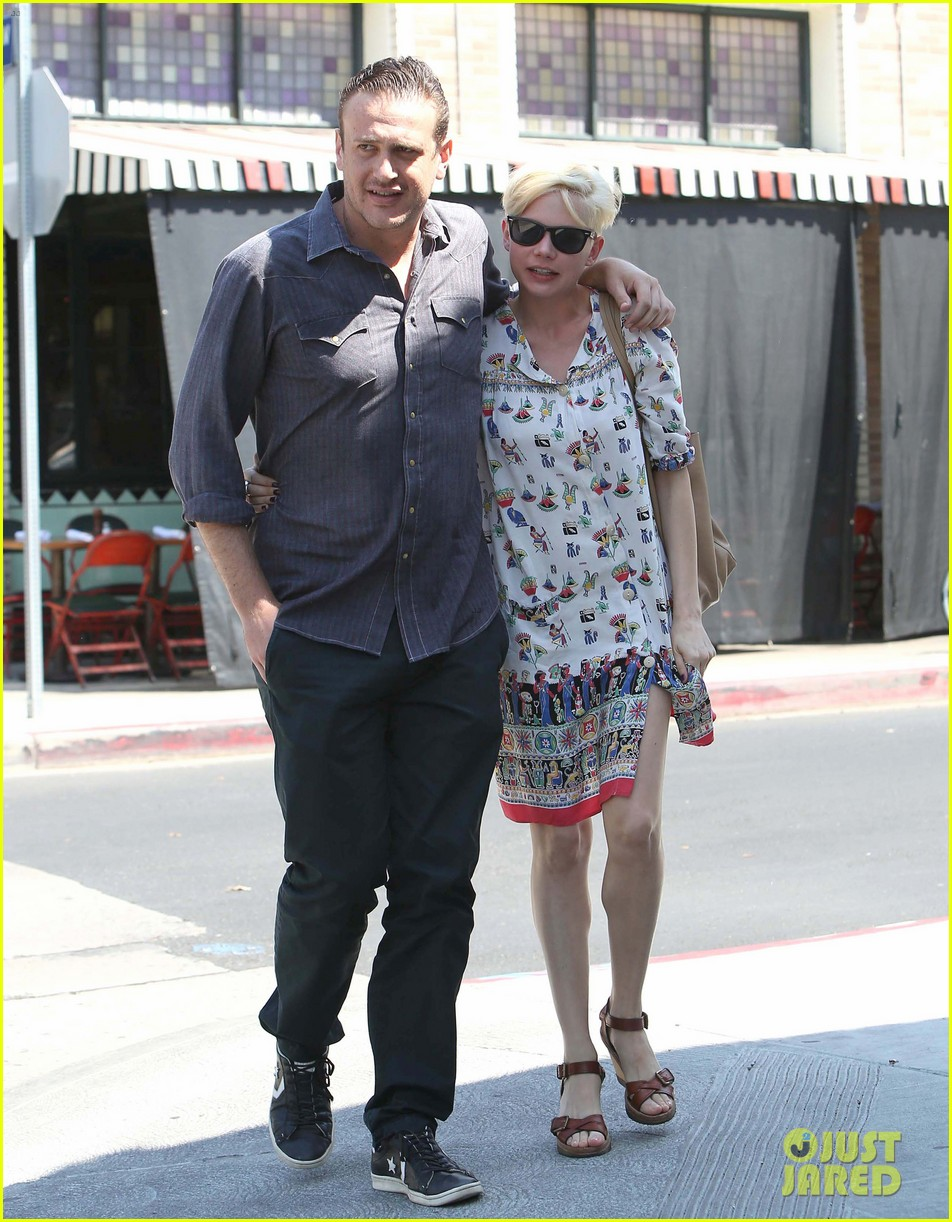 michelle williams dating jason Jason segel makes plenty of people laugh, but the actor has reportedly been putting a smile on the famous face of michelle williams for a while now the muppets star and the three-time oscar nominee allegedly have been dating for months i've never seen her happier, a source told people the couple.