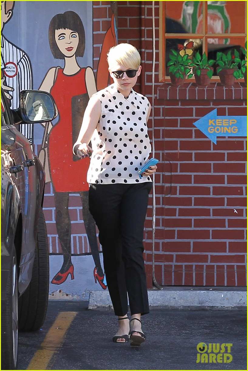 michelle williams jason segel ice cream with matilda 09