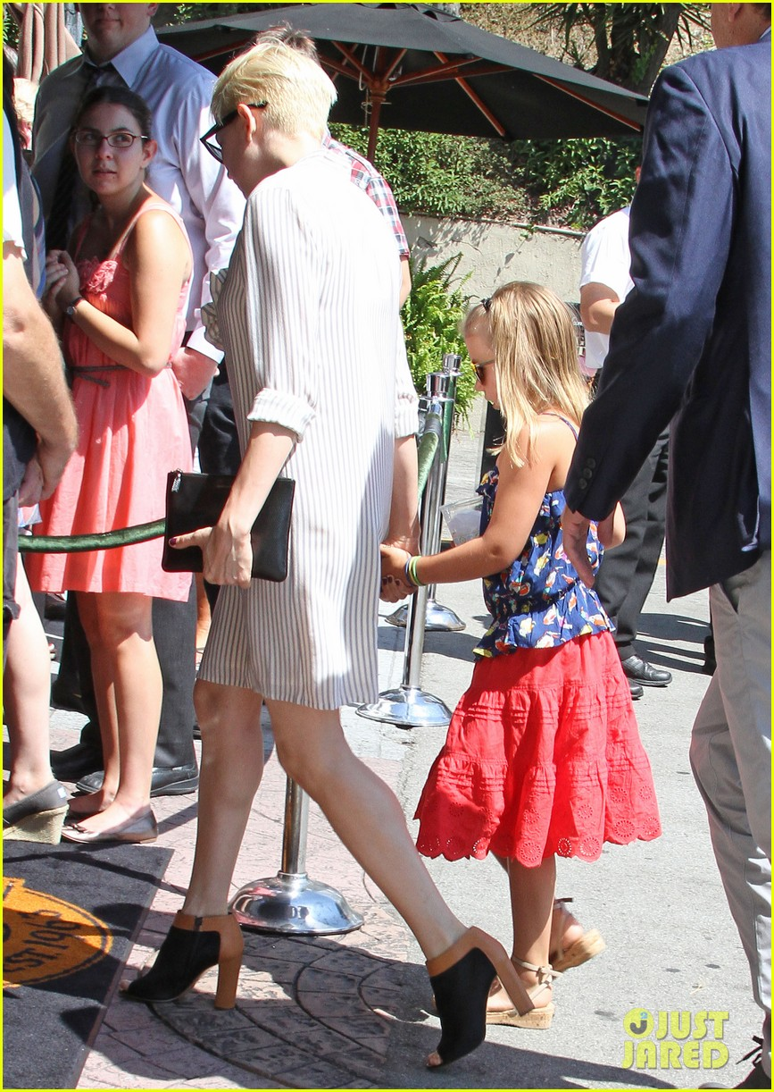 michelle williams jason segel magic castle with matilda 03