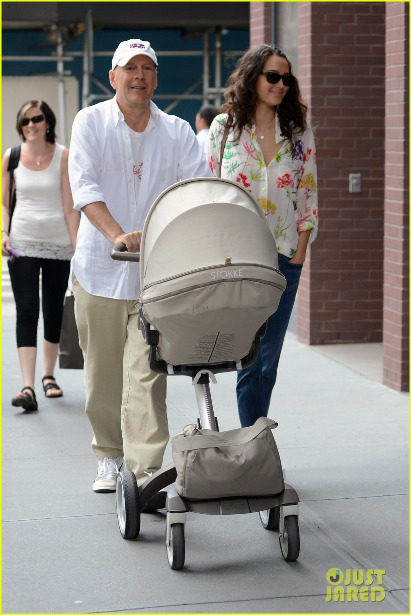 bruce willis emma heming shopping with baby mabel 25