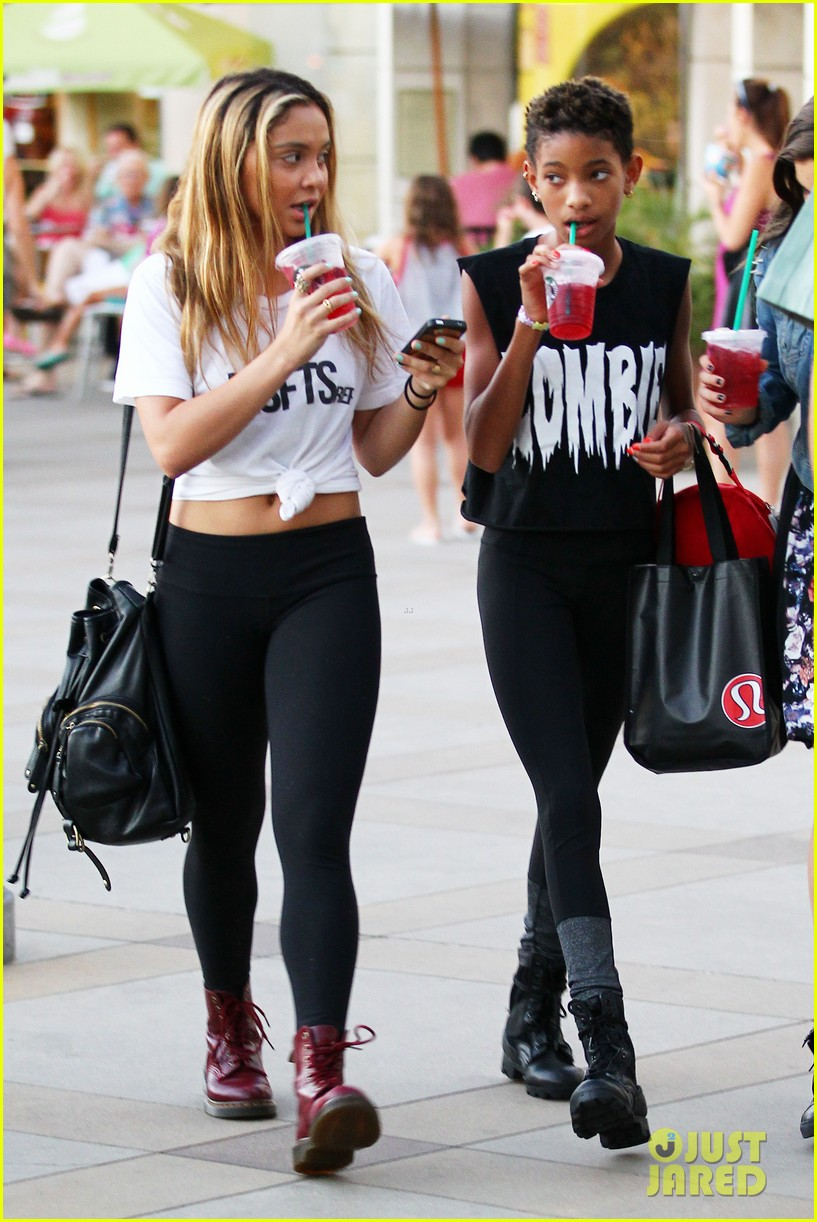 willow smith starbucks run 102701839