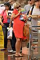 reese witherspoon red dress baby bump 20