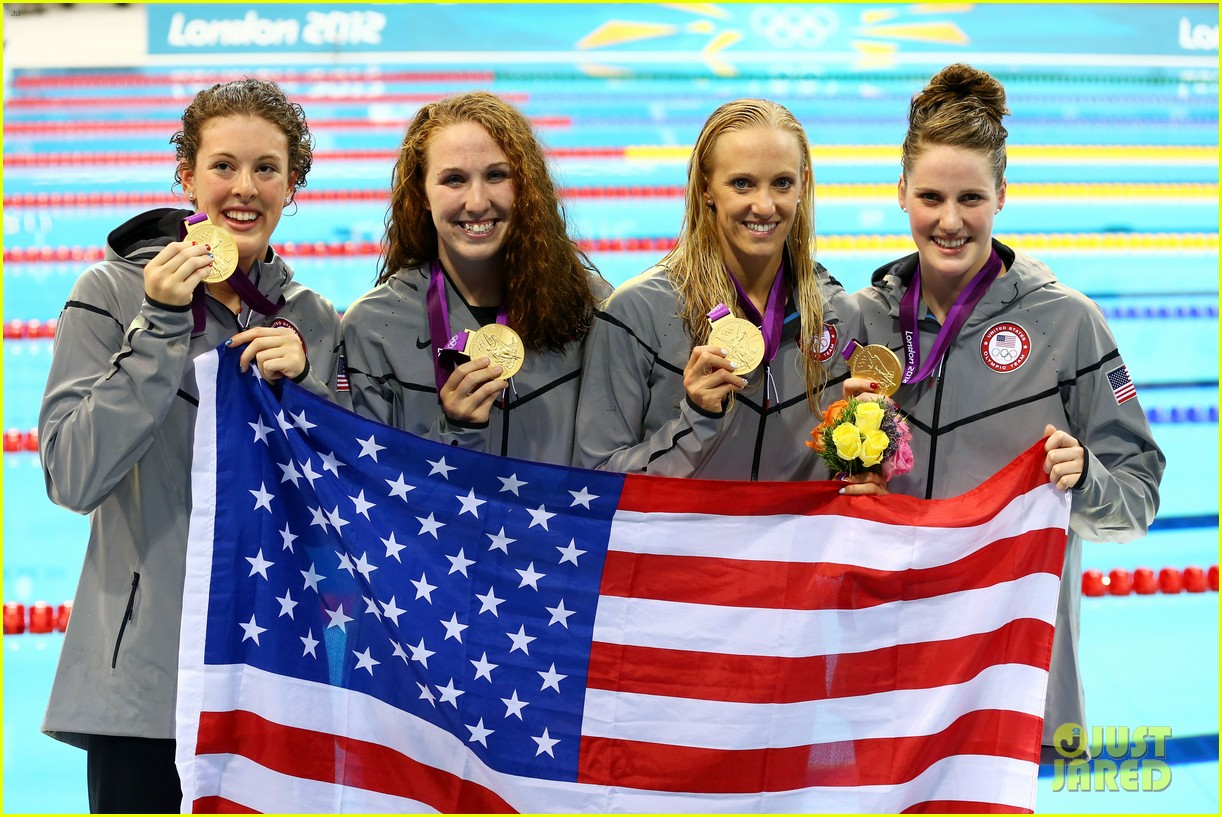 womens us swimming team wins gold in 4x200m freestyle relay 03