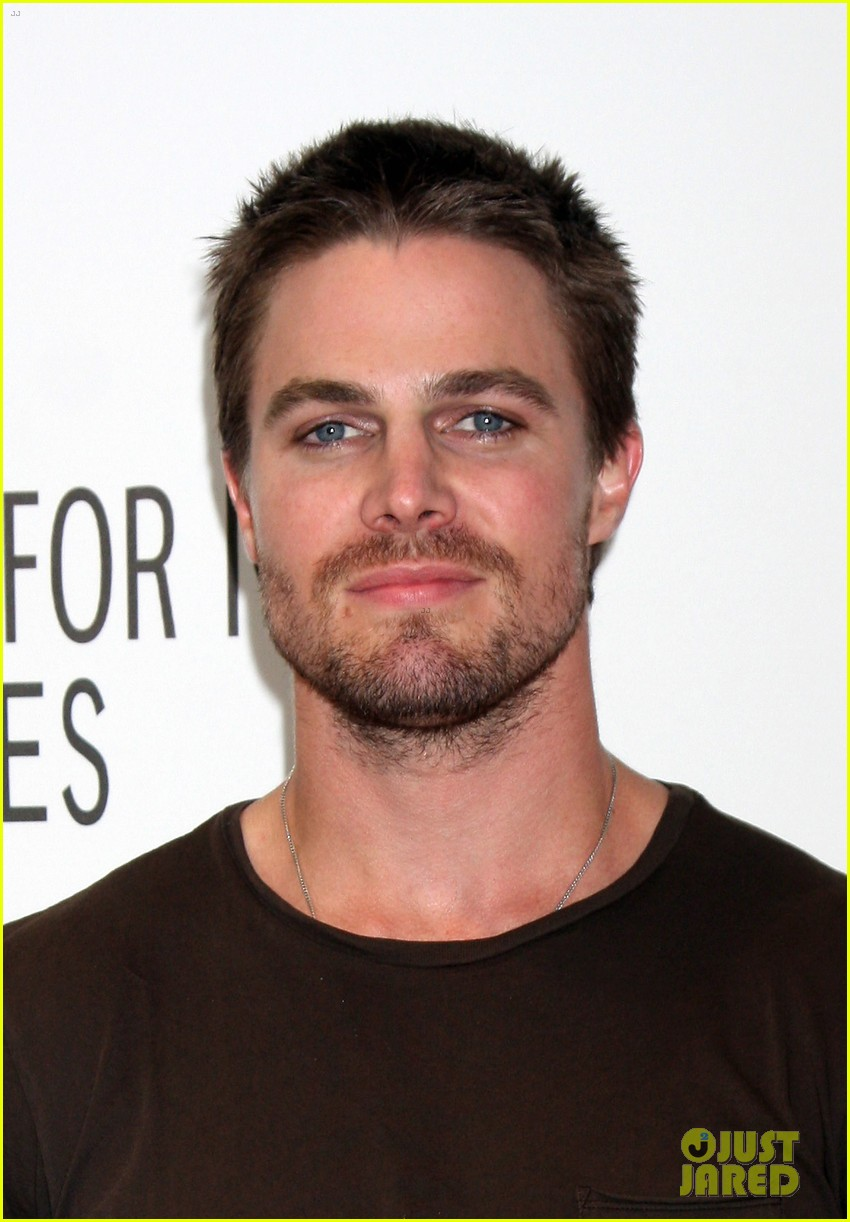 stephen amell arrow screening at paley center 05