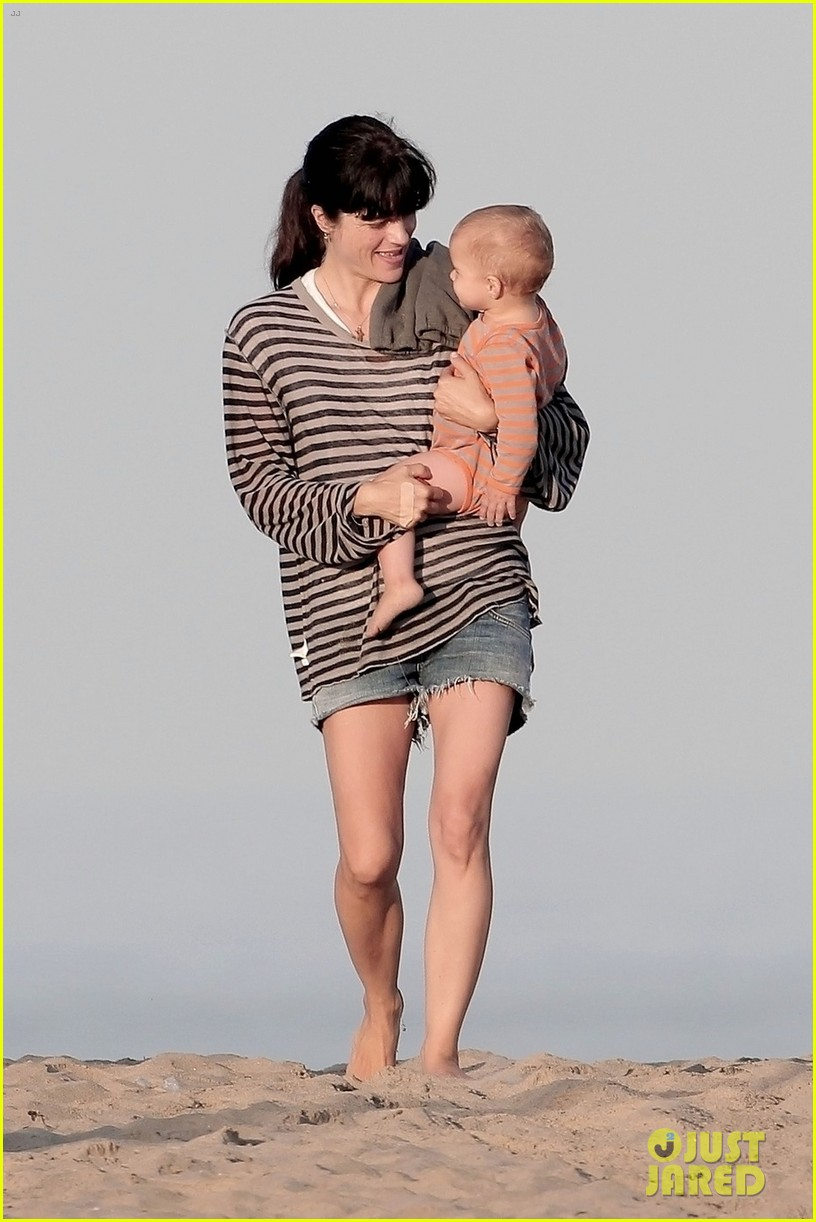 selma blair beach stroll with arthur after split reports 042721308