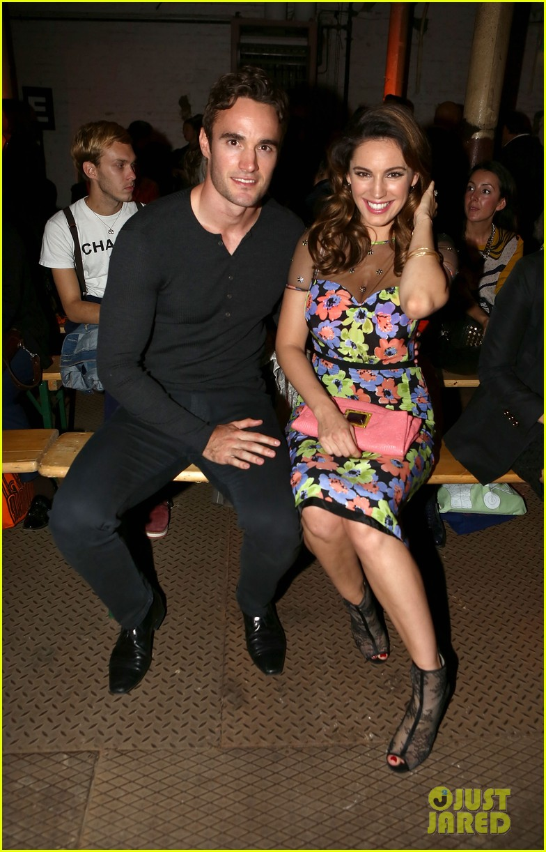 kelly brook london fashion week with thom evans 04