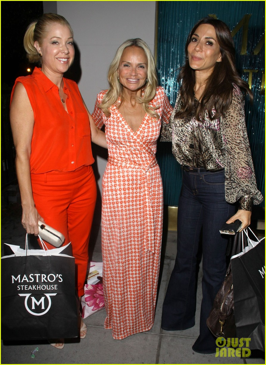 kristin chenoweth mastros dinner with gcb ladies 05