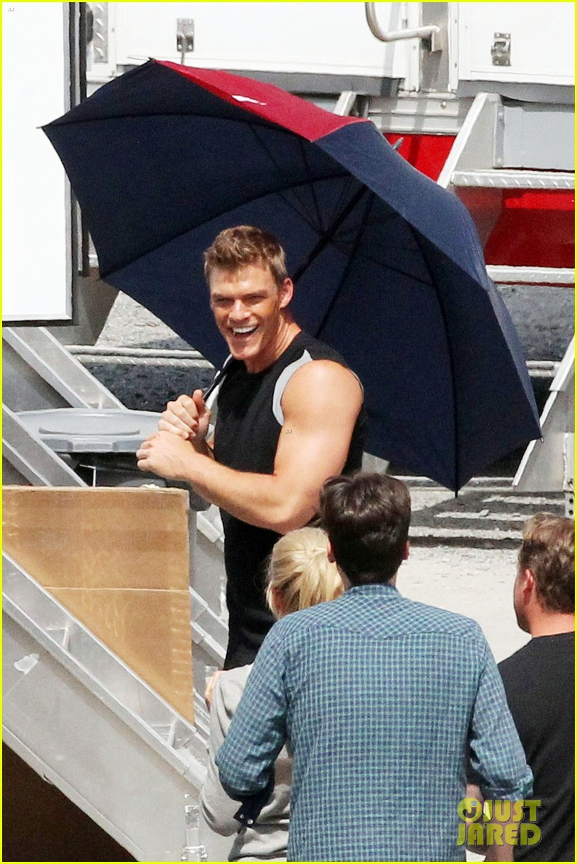 sam claflin jena malone hunger games catching fire set 04