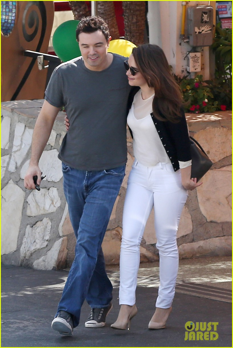 emilia clarke seth macfarlane lunch lovers mels diner 16