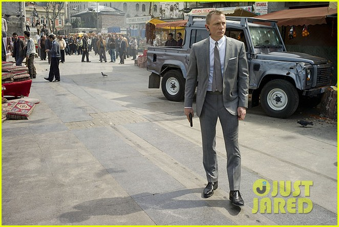 daniel craig shirtless for new skyfall stills 05